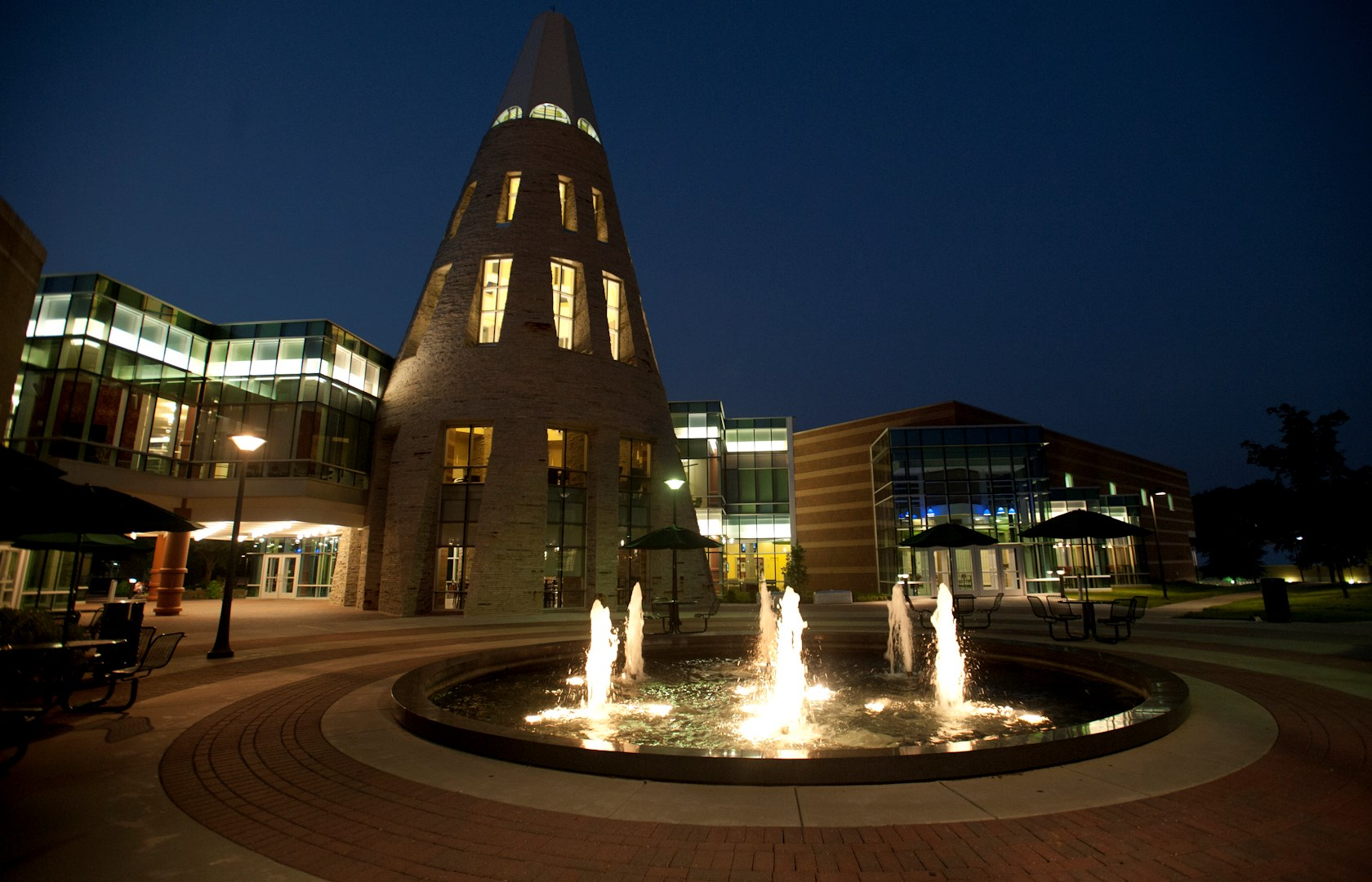 horiz_Rice Library with fountain at night